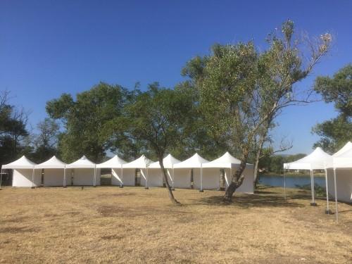 Sous les tentes, le paysage